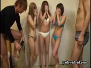 Jovencitas chupandoles las tetas porno